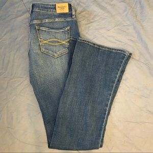 Abercrombie & Fitch mid-rise flare jeans size 28/6
